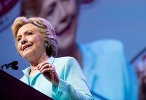 Na campanha. Hillary fala a jornalistas negros e hispânicos em Washington: rejeição também prejudica democrata Foto: Andrew Harnik / Andrew Harnik/AP