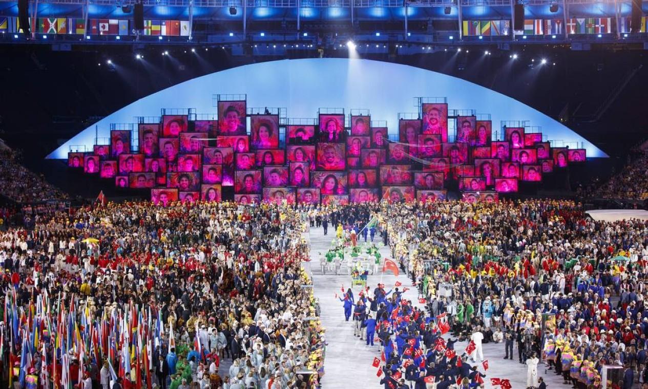 Cerimônia de abertura dos Jogos Olimpicos Rio 2016, no Maracanã Foto: Daniel Marenco / Agencia O Globo / Agência O Globo