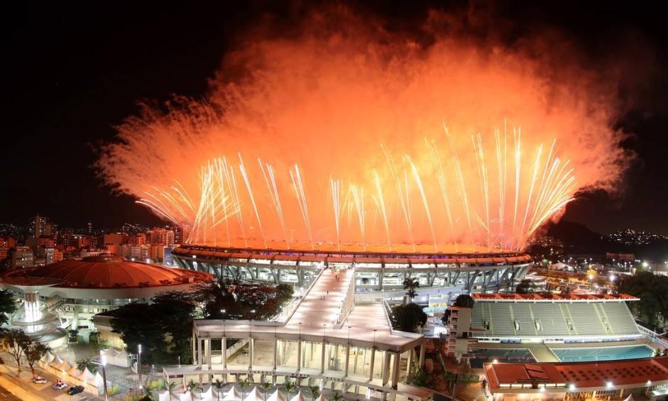 Queima de fogos na festa de abertura dos Jogos Foto: Marcelo Carnaval / Agência O Globo