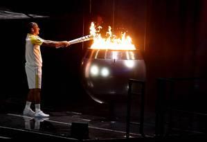 Doze anos depois de Atenas-2004,Vanderlei Cordeiro de Lima recebe homenagem e acende a pira olímpica Foto: Clive Mason / Getty Images/COI