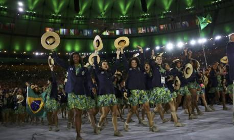 Atletas brasileiras dão um show de animação e simpatia na abertura dos Jogos Foto: KAI PFAFFENBACH / REUTERS