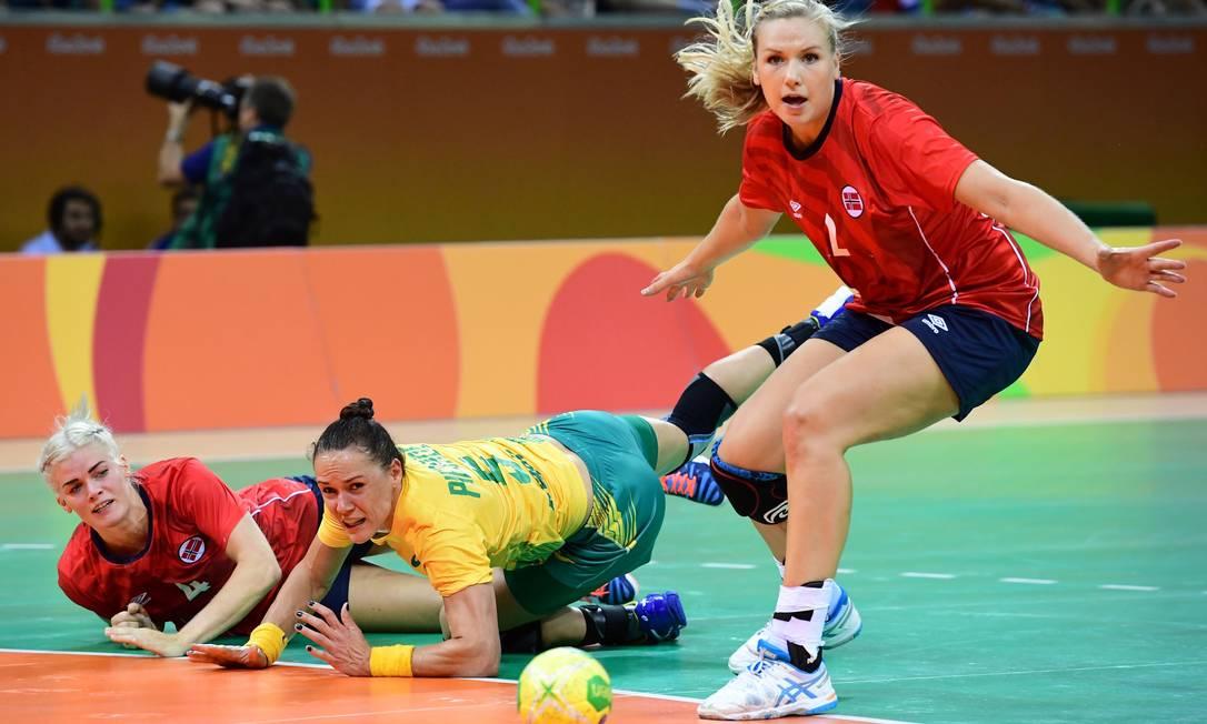 Daniela Piedade e as norueguesas Veronica Kristiansen e Mari Molid FRANCK FIFE / AFP