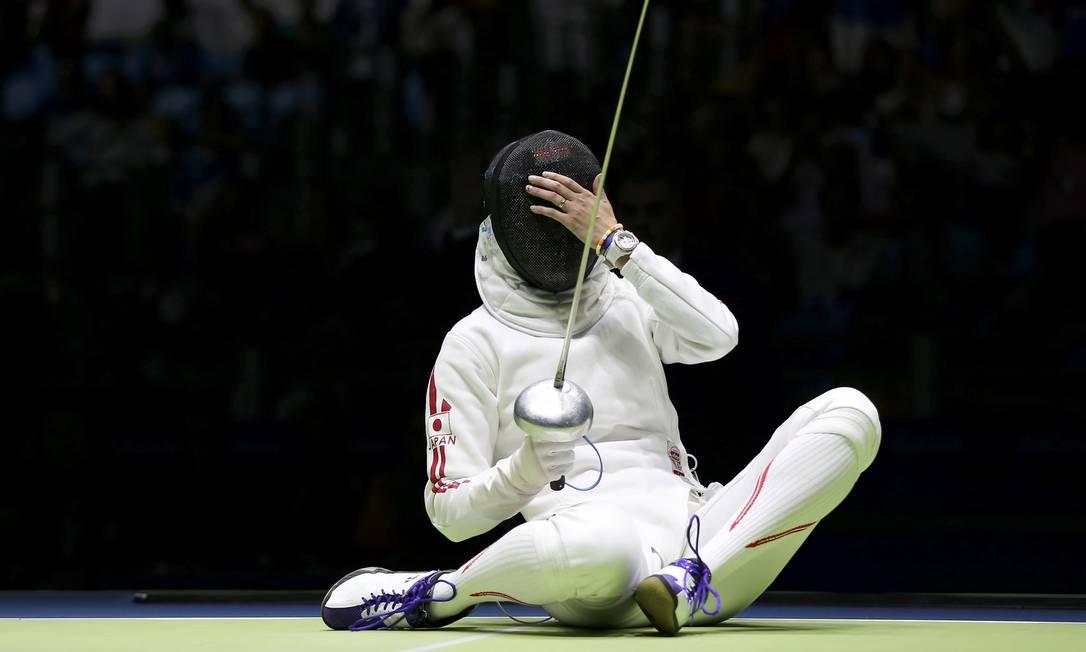 Tatiana Logunova, da Rússia, compete com Nozomi Sato do Japão ISSEI KATO / REUTERS