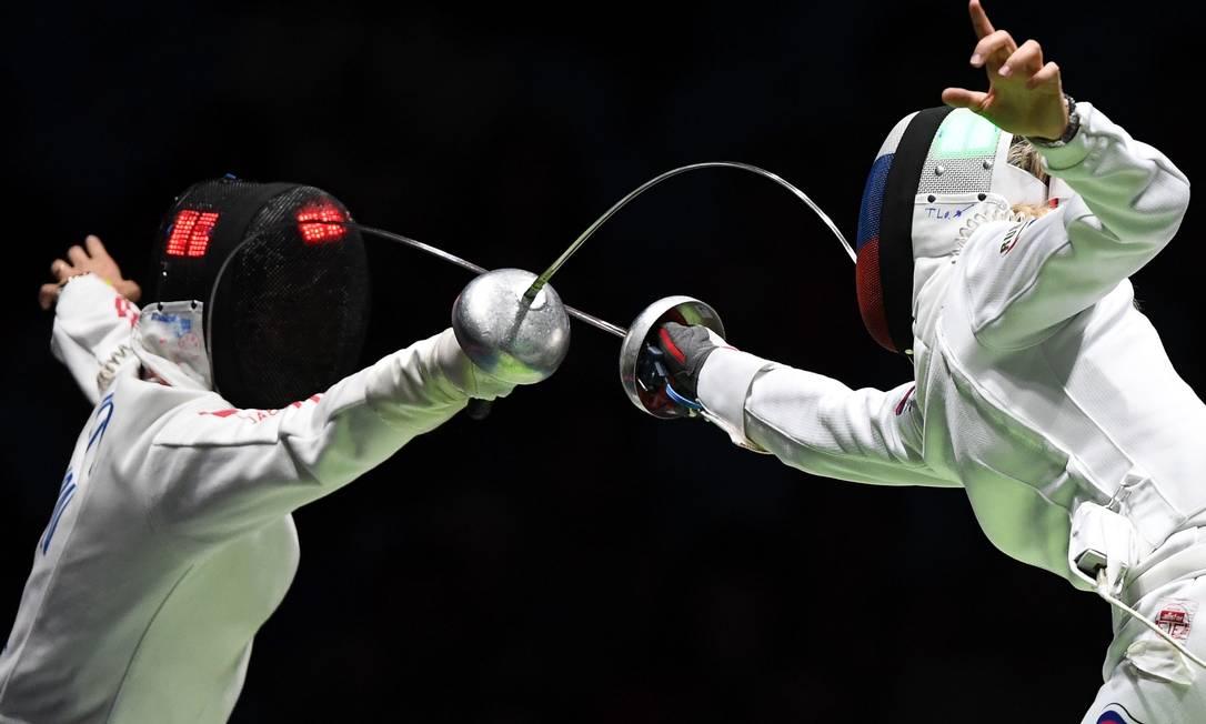 Tatiana Logunova (RUS) da Rússia compete com Nozomi Sato (JPN) do Japão KIRILL KUDRYAVTSEV / AFP