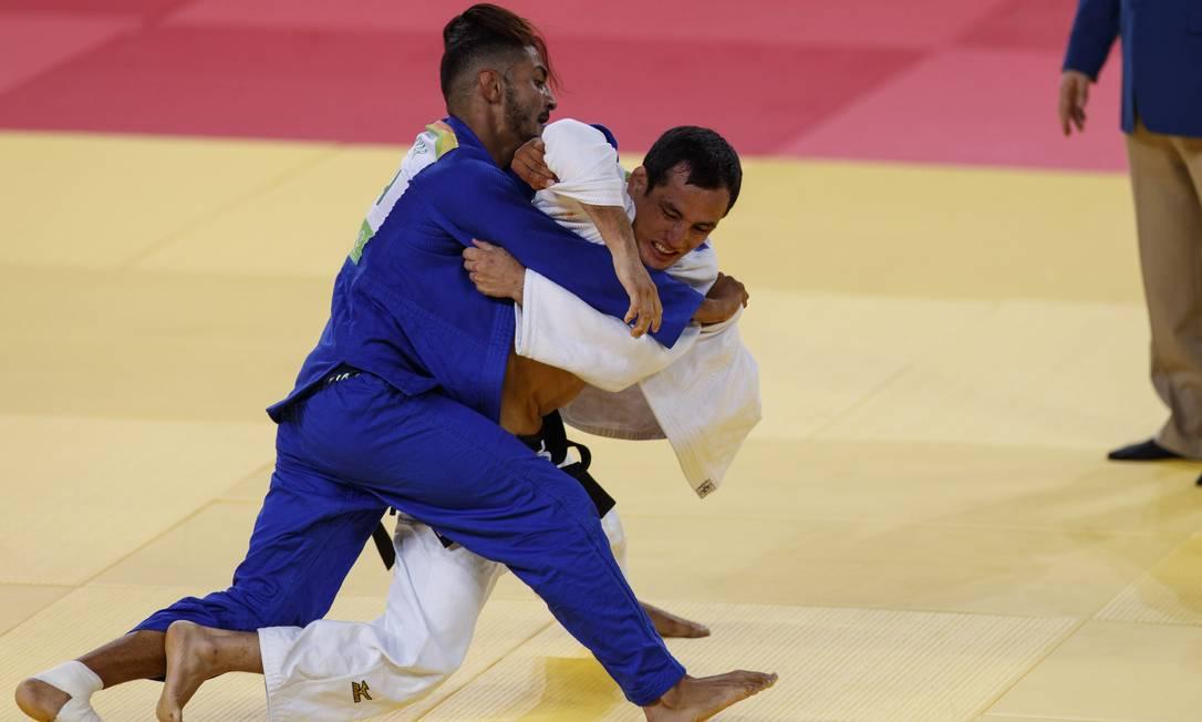 O judoca brasileiro Felipe Kitadai na luta contra o frances Walide Khyar, na Arena Carioca 2, no Parque Olimpico, Barra da Tijuca Daniel Marenco / Agência O Globo