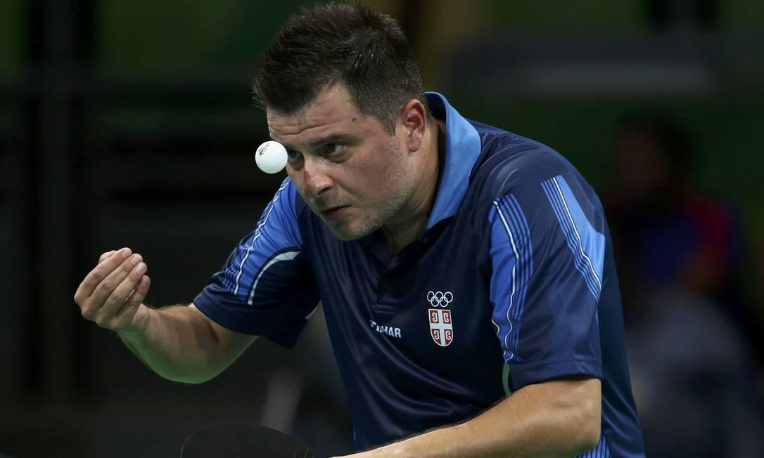 Aleksandar Karakasevic, da Sérvia, durante preliminar simples masculino de tênis de mesa, no Riocentro ALKIS KONSTANTINIDIS / REUTERS