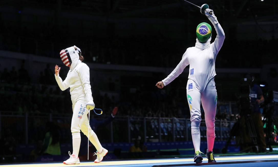 A esgrimista brasileira Nathalie Moellhausen venceu o duelo contra a americana Courtney Hurley Clayton de Souza / NOPP
