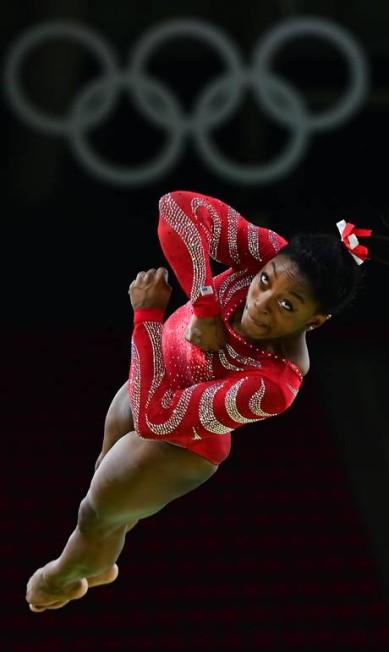 Simone Biles durante uma sessão de treinamento da ginástica artística EMMANUEL DUNAND / AFP