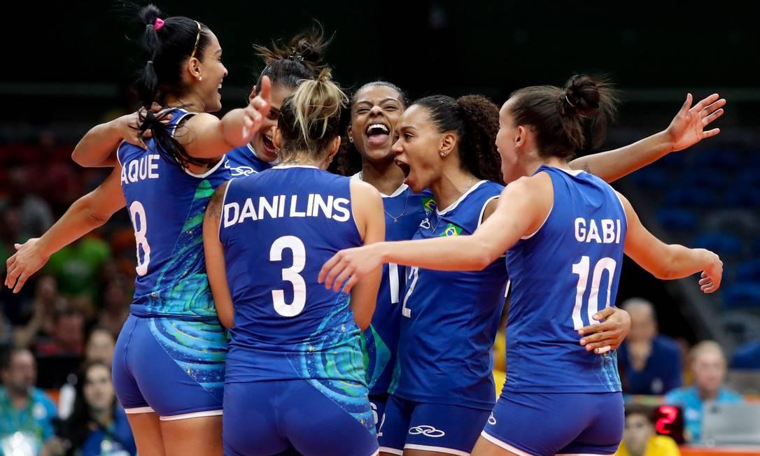 Uma estreia mais do que tranquila para a seleção brasileira feminina de vôlei, neste sábado, no Maracanãzinho Pedro Kirilos / Agência O Globo