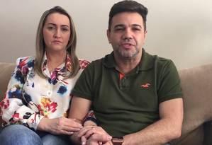 Marco Feliciano e a mulher, Edileusa, em vídeo divulgado em redes sociais Foto: Reprodução / Facebook
