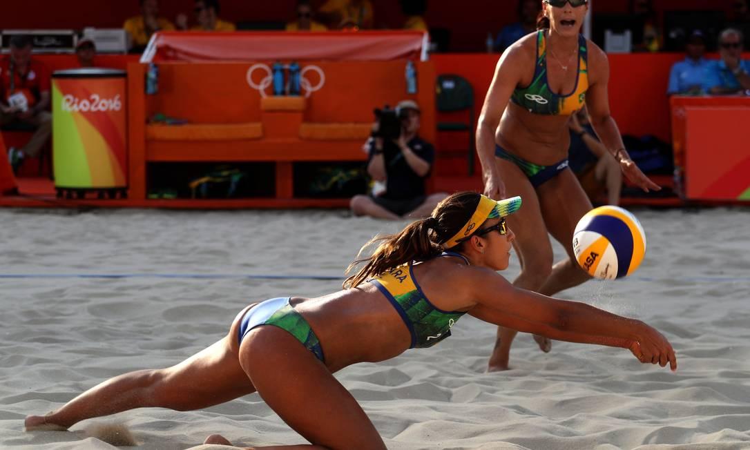 Brasil venceu por 2 sets a 1, com parciais de 19/21, 21/17 e 15/11 Jorge William / Agência O Globo