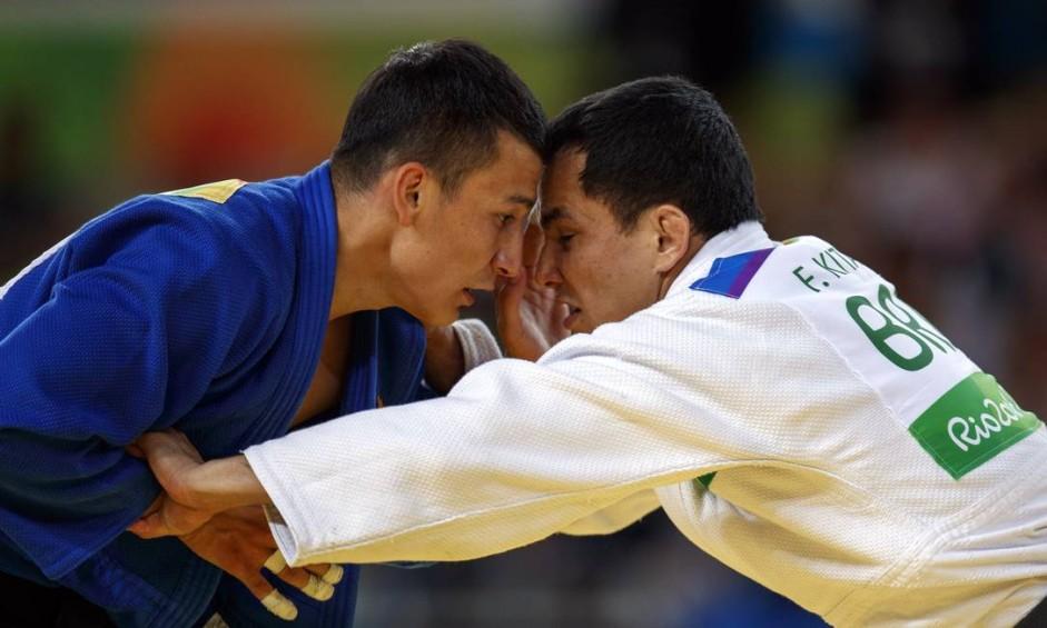 O judoca brasileiro Felipe Kitadai perde a sua luta de repescagem contra o atleta do Uzbequistao, Diyorbek Urozboev, na Arena Carioca 2, no Parque Olimpico, Barra da Tijuca Foto: Daniel Marenco / Agência O Globo
