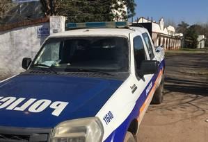 Vigilância. Carros da polícia vigiam mosteiro em General Rodríguez 24 horas por dia: em função das investigações, ninguém pode entrar, mas vizinhos relatam chegada de curiosos Foto: Janaína Figueiredo