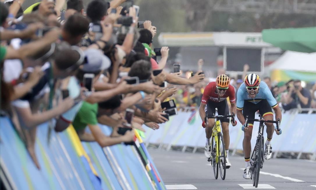 Por ser uma prova de rua, a torcida pode acompanhar os atletas em grande parte do percursoo Patrick Semansky / AP