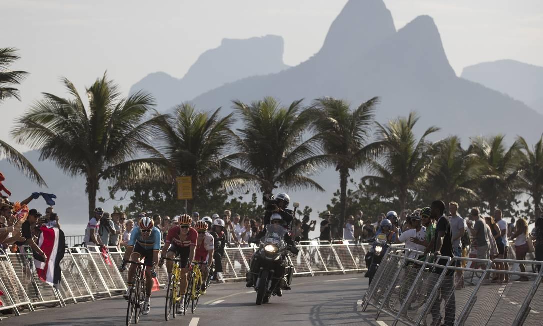 O resultado da prova foi inesperado e se definiu na altura da Rua Francisco Sá, a 4km da chegada Felipe Dana / AP