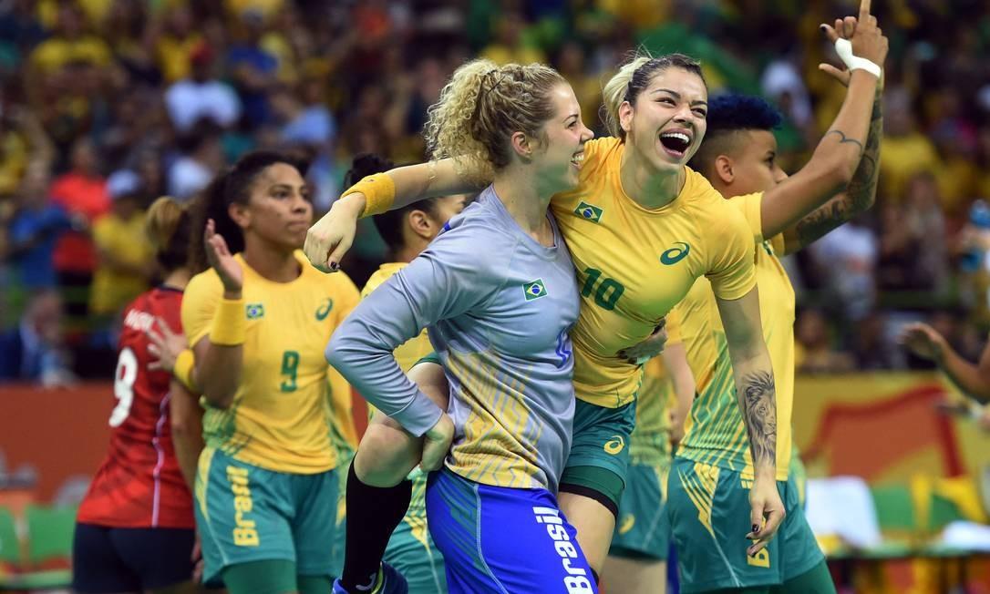 Jogadoras da equipe brasileira comemoram a vitória sobre a seleção da Noruega ANDRÉ DURÃO / Globoesporte.com/NOPP