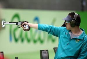 Felipe Wu apontou, atirou e ganhou a medalha de prata na OLimpíada do Rio, categoria pistola de ar de 10 metros Foto: Marcelo Carnaval / Agência O Globo