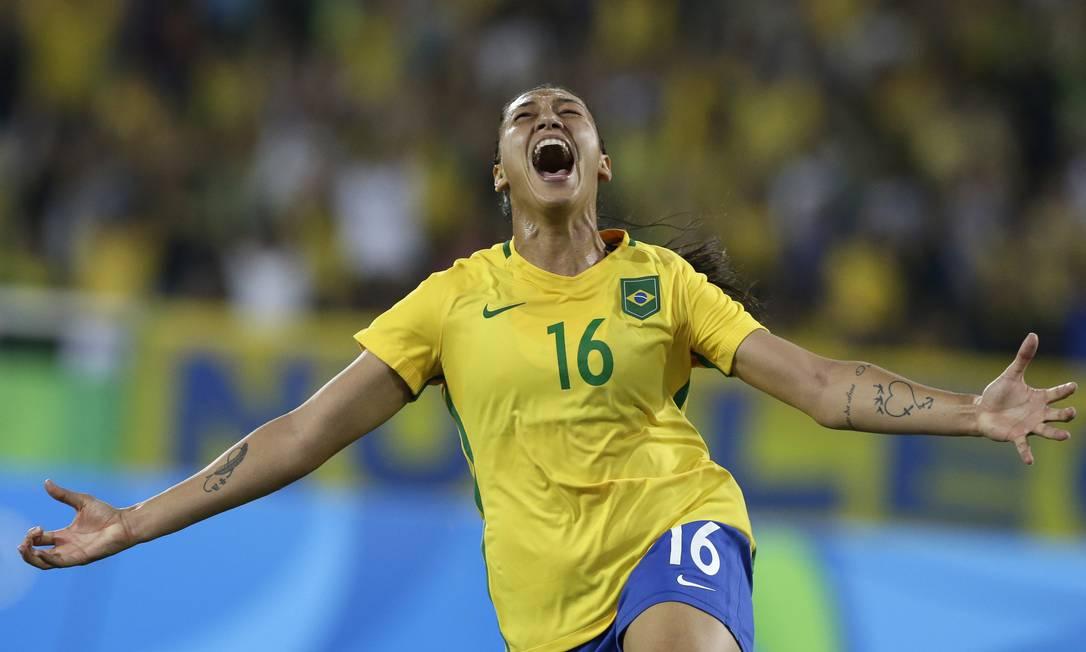 Beatriz celebra gol pela seleção brasileira Leo Correa / AP