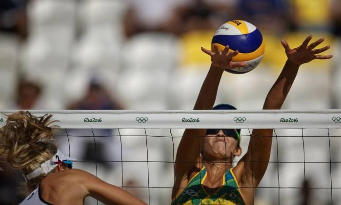 Dupla brasileira estreia com vitória fácil no vôlei de praia