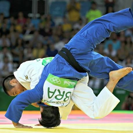 Charles Chibana perdeu logo na estreia para o tricampeão mundial Masashi Ebinuma Foto: Reuters