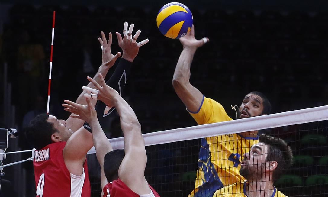 Brasil venceu o México por 3 a 1, em paritda disputada no Maracanãzinho Jorge William / Agência O Globo