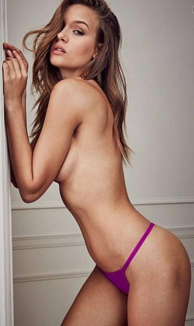 Josephine Skriver faz topless e exibe curvas Divulgação