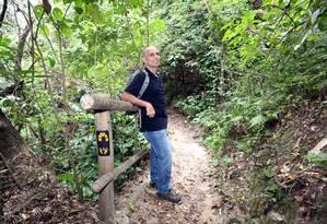 Pedro da Cunha Menezes está finalizando o mapeamento da trilha Transcarioca Foto: Marcos Ramos / Agência O Globo