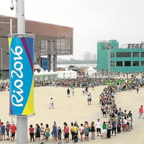 Torcedores tiveram que ter paciência no primeiro final de semana da Olimpíada Foto: Marcelo Carnaval