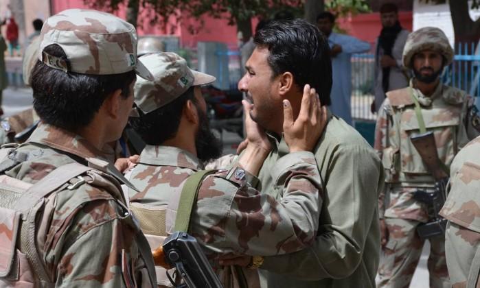 Muçulmano-bomba mata 63 noPaquistão