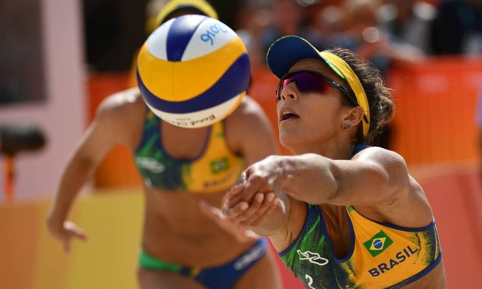 Vôlei de Praia Feminino. Agatha / Bárbara (Brasil) x Gallay / Klug ( Argentina) na Arena de Copacabana Foto: LEON NEAL / AFP