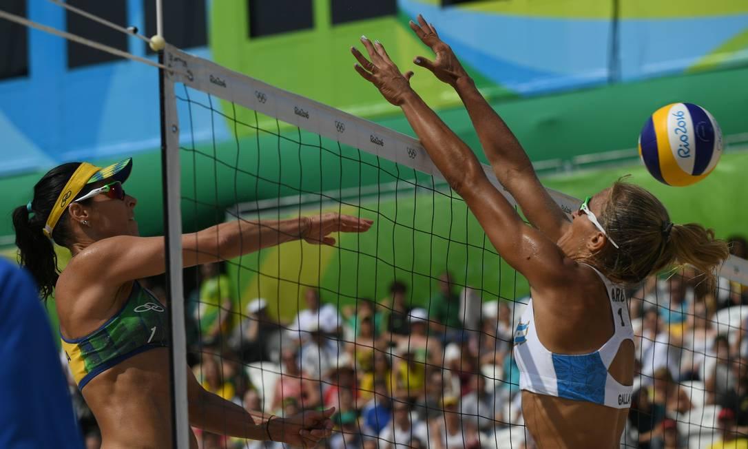 Vôlei de Praia Feminino. Agatha / Bárbara (Brasil) x Gallay / Klug ( Argentina) na Arena de Copacabana YASUYOSHI CHIBA / AFP