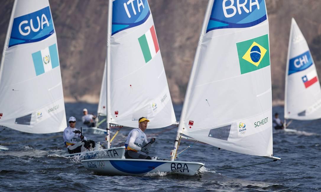 Caso conquiste o sexto pódio, Robert Scheidt vai ultrapassar seu colega velejador Torben Grael Daniel Marenco / Agência O Globo