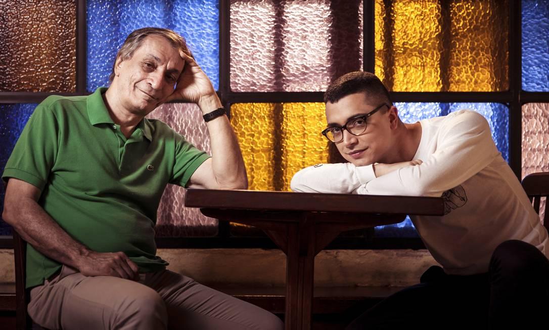 """Arthur e Cicero. Artista de 28 anos celebra força contemporânea do poeta num álbum não por acaso batizado de """"Presente"""" Foto: Leo Martins /"""