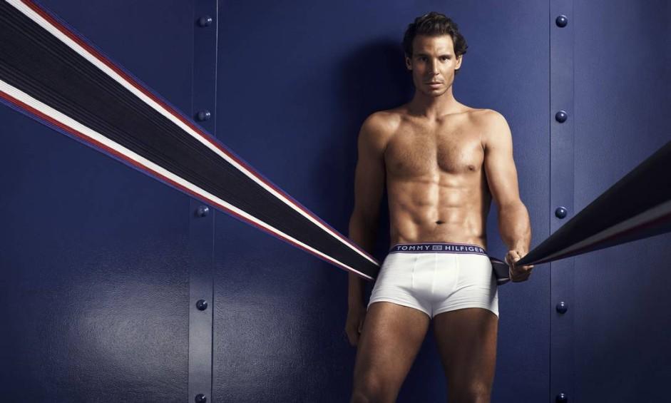 Após estrear (com vitória) na Olimpíada, o tenista espanhol Rafael Nadal mostra o corpo sarado em fotos de cueca. Tudo isso para promover a segunda coleção de underwear que criou em parceria com o estilista americano Tommy Hilfiger Foto: Divulgação