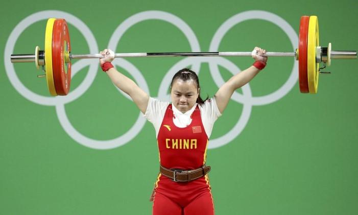 Li Yajun. recorde olímpico no arranque Foto: STOYAN NENOV / REUTERS