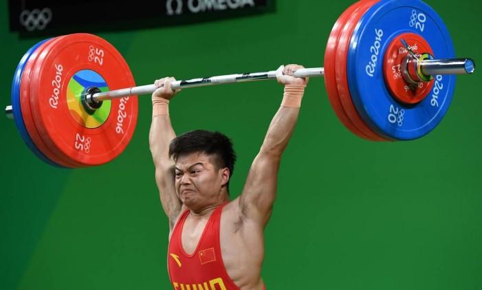 Long Qingquan quebrou recordes olímpicos e mundiais no Rio Foto: GOH CHAI HIN / AFP