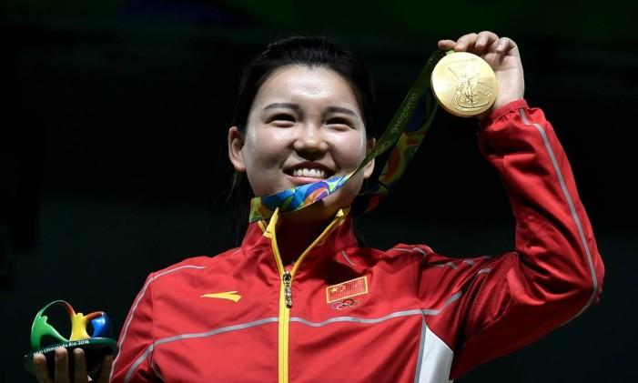 Zhang Mengxue. Ouro para a China no tiro esportivo Foto: PHILIPPE LOPEZ / AFP
