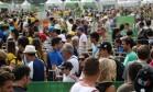 Teste de paciência. Na arena do volêi de praia, em Copacabana, também foi preciso enfrentar fila para assistir aos jogos nesta segunda-feira Foto: Custódio Coimbra