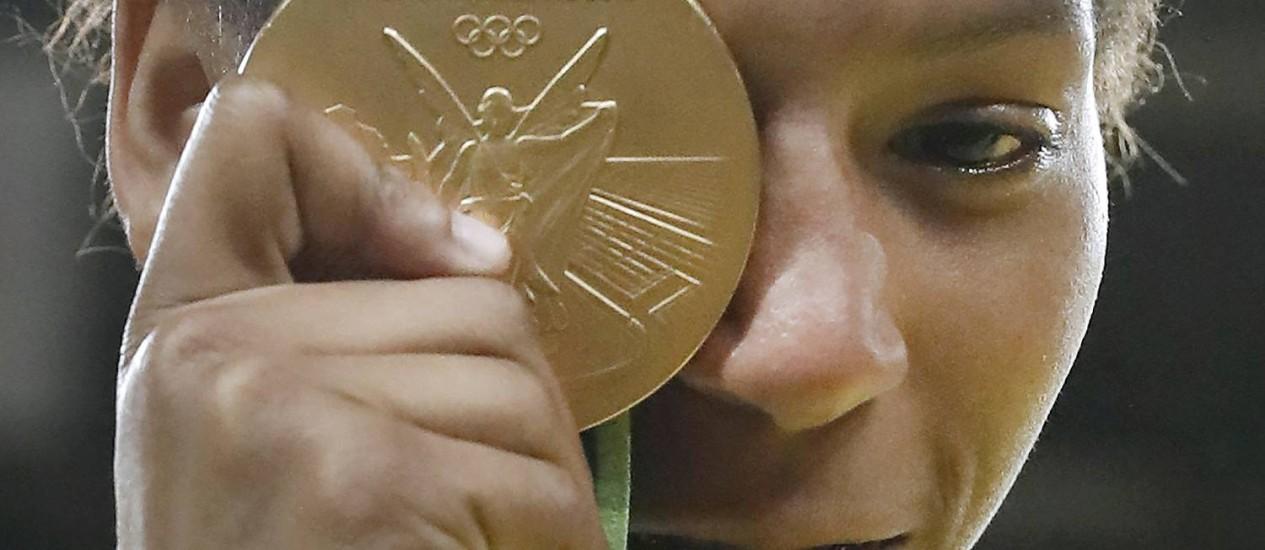 Rafaela Silva comemora o ouro conquistado na Rio-2016 Foto: JACK GUEZ / AFP
