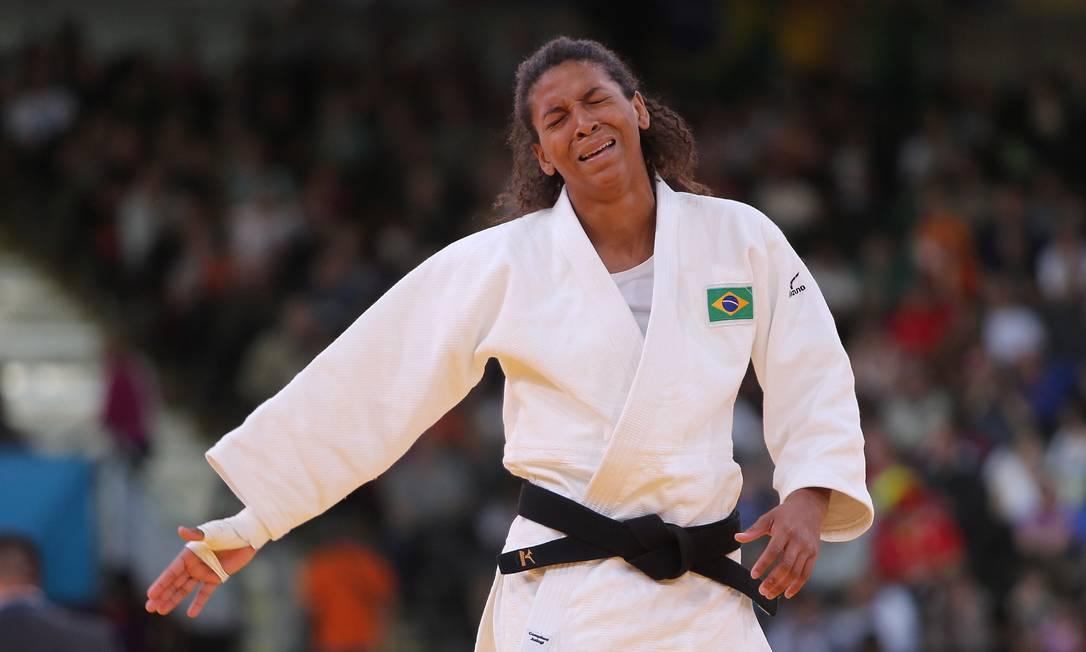 Em 2012, Rafaela chora ao ser desclassificada após um golpe não permitido na luta contra a húngara Hedvig Karakas — derrotada pela brasileira nas quartas de final da Rio-2016 Ivo Gonzalez / Agência O Globo