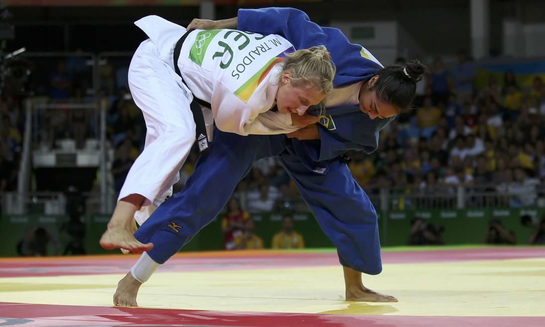 Nas oitavas de final, Mariana Silva enfrentou a alemã Martyna Trajdos, número 4 do ranking mundial TORU HANAI / REUTERS