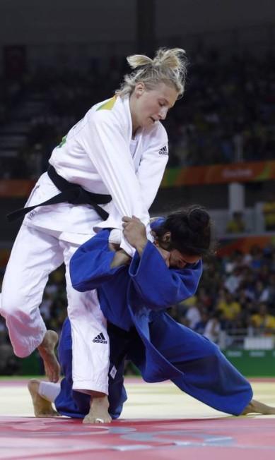 Ao derrotar Martyna Trajdos, Mariana se classificou para enfrentar a israelense Yarden Gerbi, número 5 do mundo Markus Schreiber / AP