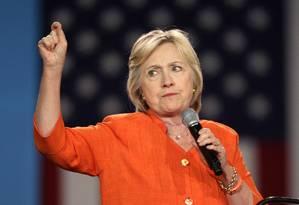 Hillary Clinton discursa para partidários durante um comício em Kissimmee, na Flórida Foto: GREGG NEWTON / AFP
