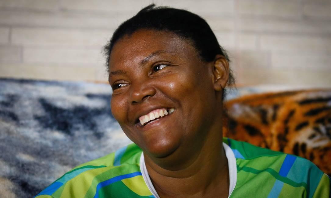 Zineida Silva sorri ao falar da filha medalhista de ouro na Olimpíada do Rio Foto: Pablo Jacob/Agência O Globo