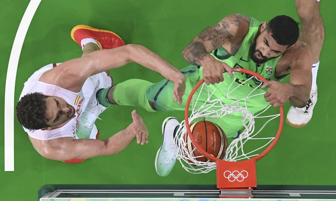 Os dois times entraram em quadra após derrotas na estreia, para Lituânia e Croácia, respectivamente POOL / REUTERS