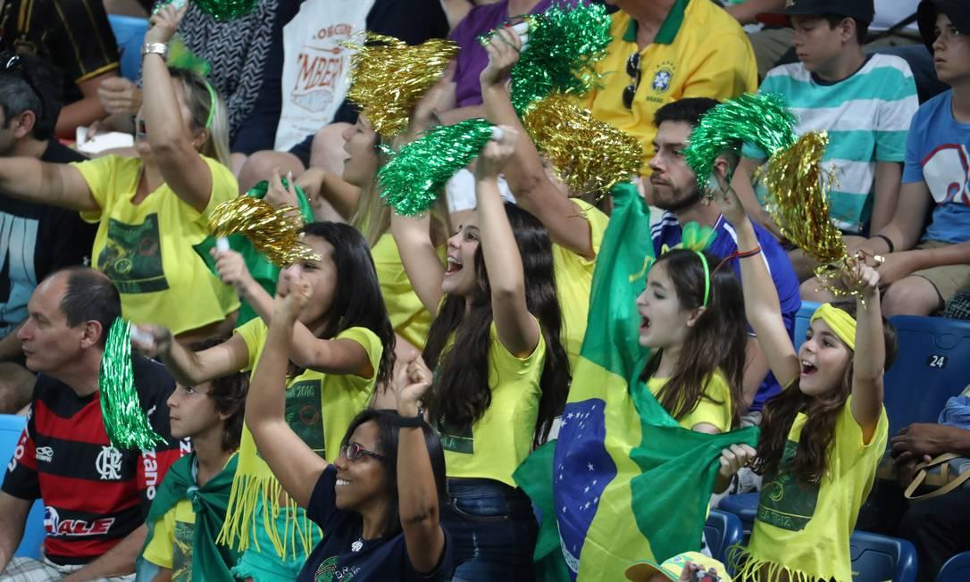 Se contra a Lituânia, o time e a torcida demoraram a acordar após um primeiro tempo 29 pontos atrás do adversário, dessa vez a seleção cumpriu a promessa de começar a partida alerta Marcelo Carnaval / Agência O Globo