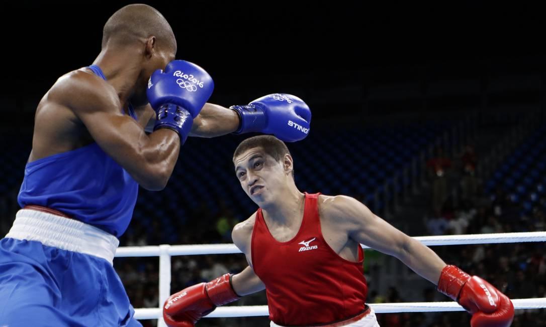 Robson Conceição vence luta contra Anvar Yunusov do Tadjiquistão Frank Franklin II / AP