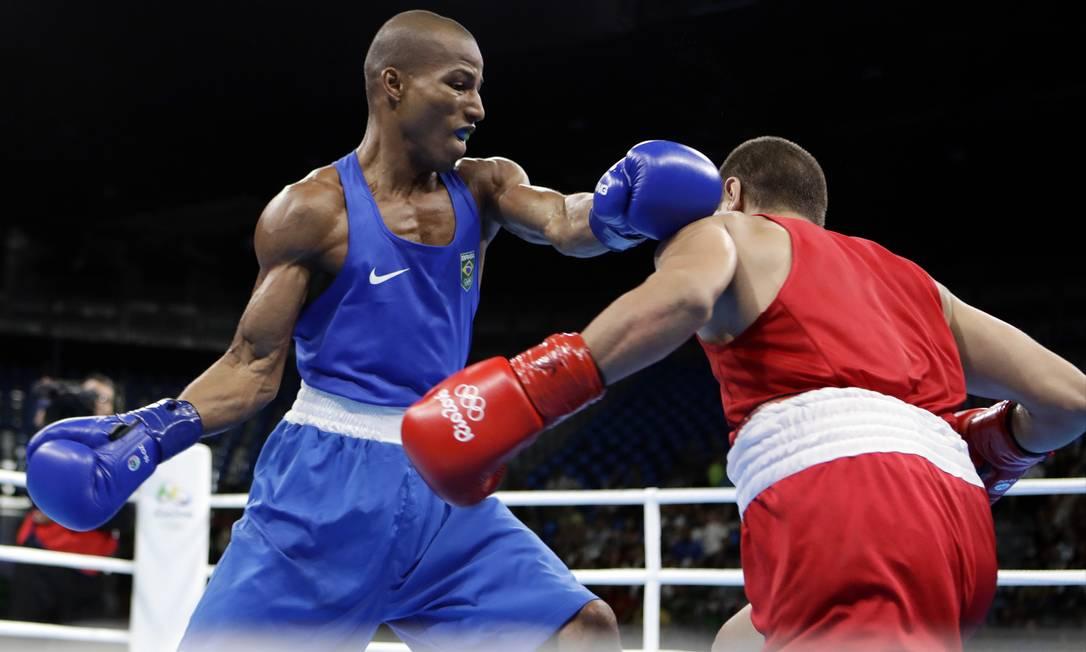 A luta valia pela competição de peso leve, até 60 kg Frank Franklin II / AP