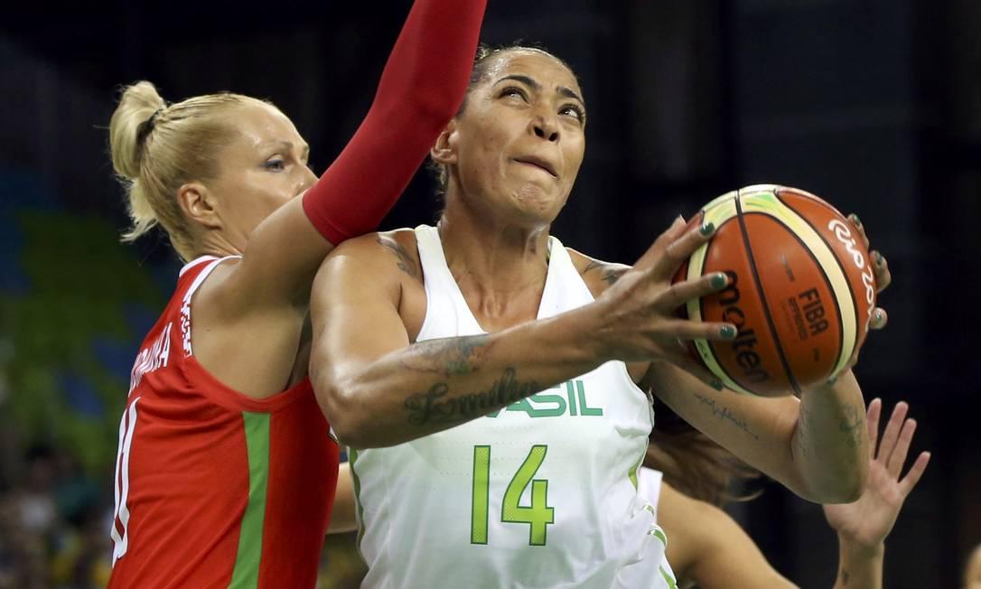 A Bielorrússia derrotou o Brasil em partida de basquete feminino por 65 a 63 SHANNON STAPLETON / REUTERS