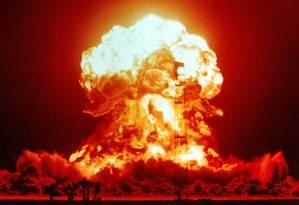 Explosão de uma bomba atômica em teste nos EUA nos anos 1950: tempestade solar tirou radares di ar Foto: Reprodução